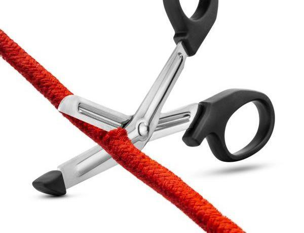 Image showing the Blush Temptasia Safety Scissors cutting through rope