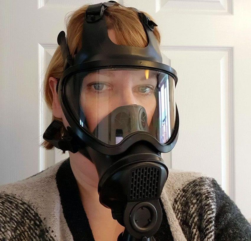 A rare selfie from me showing this lovely gas mask from meo.de