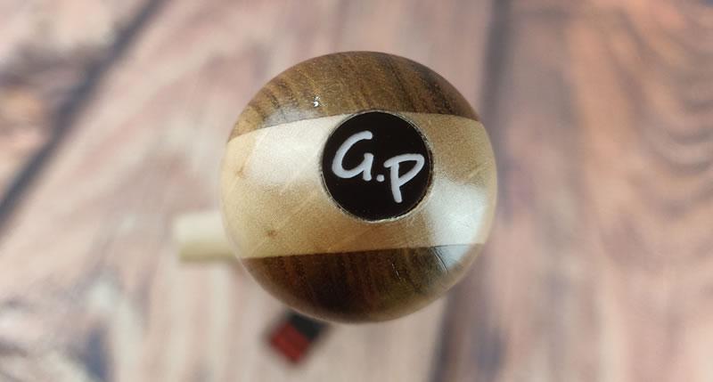 Zdjęcie przedstawiające logo Grateful Pain na końcu rączki