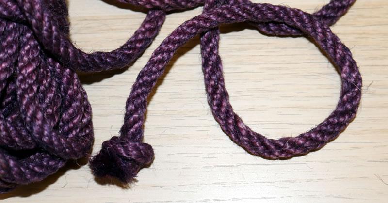 Obrázek ukazující uzel na konci lana