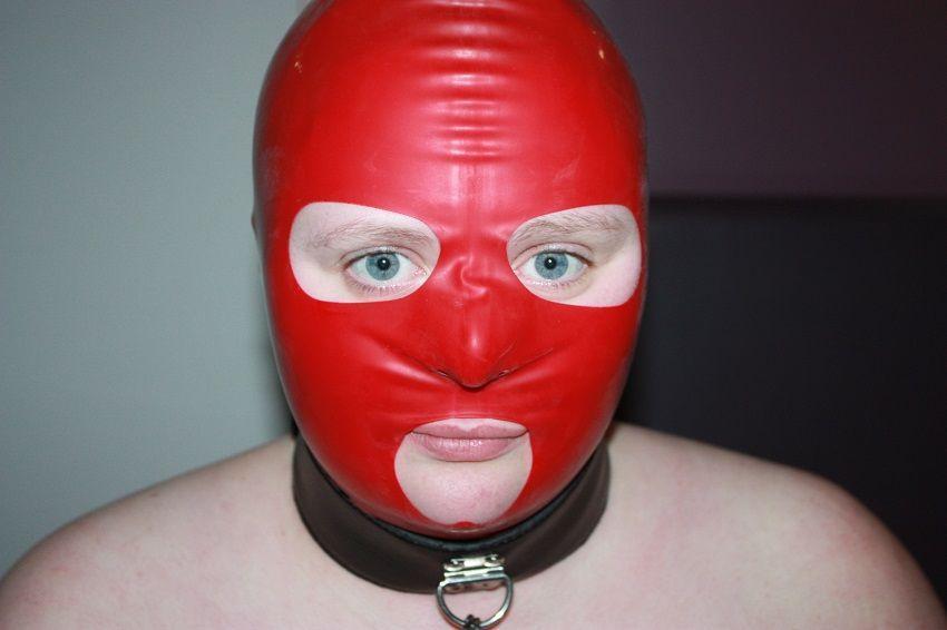 Tato latexová maska je spousta legrace na nošení a cítím se v ní tak sexy