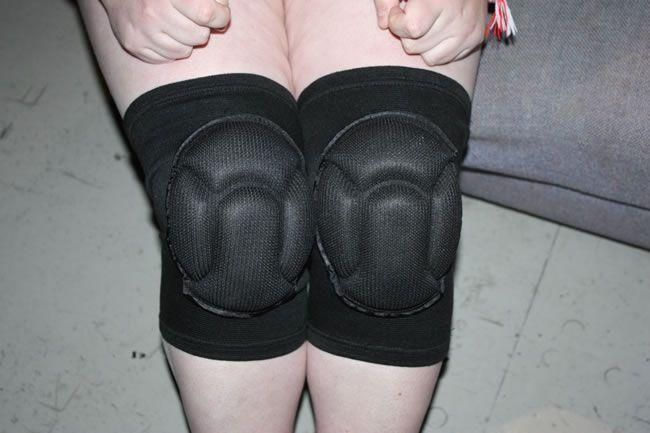 Ces genouillères conviennent comme un gant et elle aime leur confort