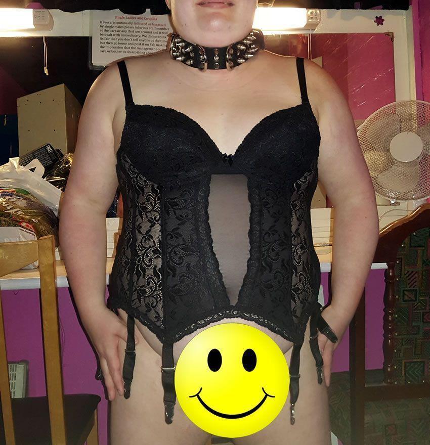 Obrázek ukazuje sub'r 'nosit tuto basku, žádné knickers samozřejmě