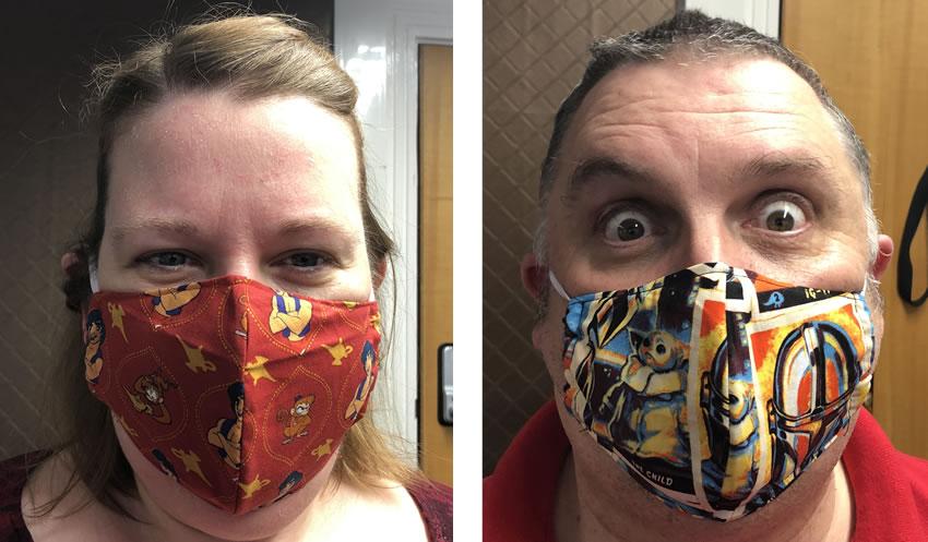 自分とスタントコックによってモデル化されているXNUMXつのマスクを示す画像