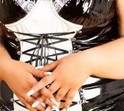 Bu kıyafeti daha dolgun figürlü bir kadın için harika görünüyor