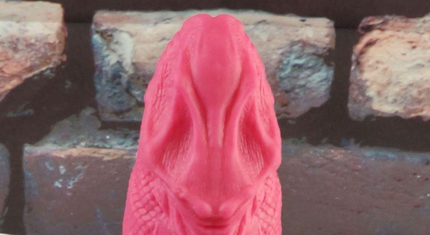 Bild som visar glans från XS Dragon-dildo