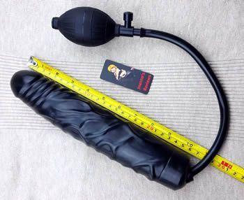 这是一个非常长的假阳具,可以很容易地握住
