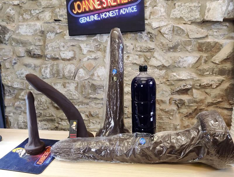 Obrázek zobrazující velkou láhev nealkoholických nápojů, aby se zvýraznil rozsah velkých verzí Henryho