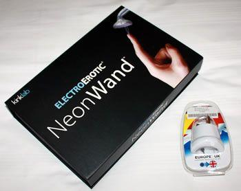 Podoba mi się opakowanie Neon Wand, wszystko trzyma bezpiecznie