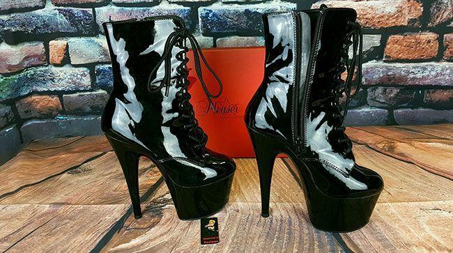 I am not in love with these boots, I am in LUST with them, they look amazing