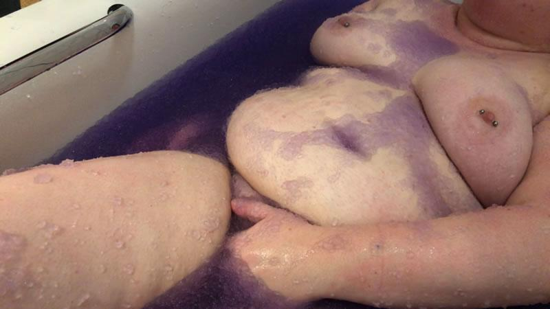 Image showing sub'r' enjoying herself in the bath jelly