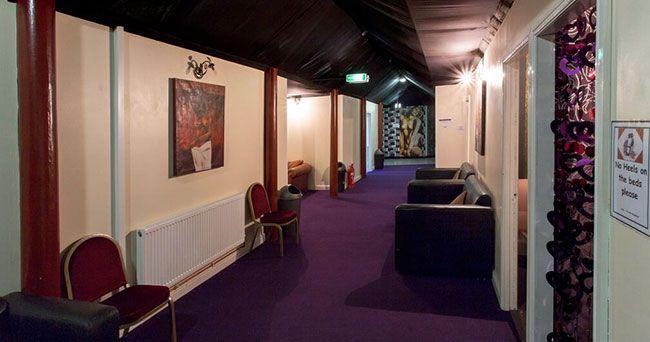 Der Hauptkorridor verfügt über Spielzimmer und die Bar im Obergeschoss, es ist eine schöne ruhige Gegend für Geselligkeit