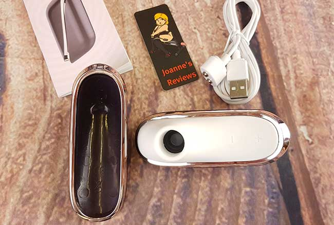Imagen que muestra el Satisfyer Pro Traveler con la tapa retirada para que pueda ver la boquilla