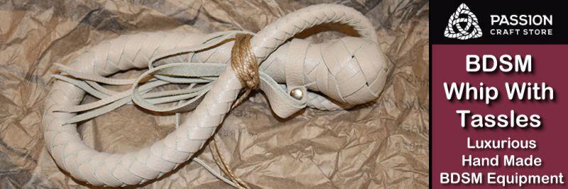 BDSM korbács címerrel a Passion Craft Store-ból