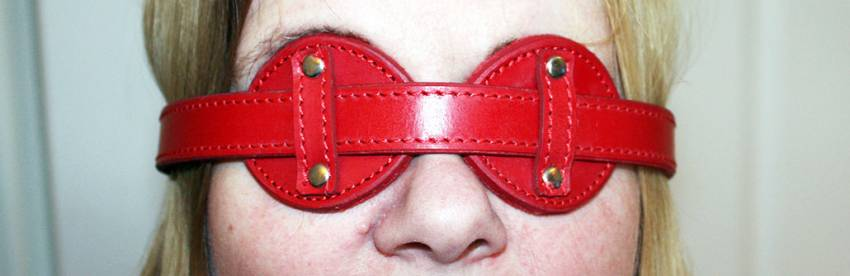 Overhold Red Saddle Leather Adjustable Blindfold Review