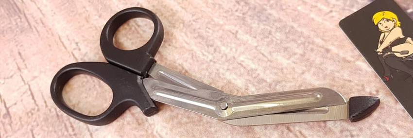 Blush Temptasia Safety Scissors